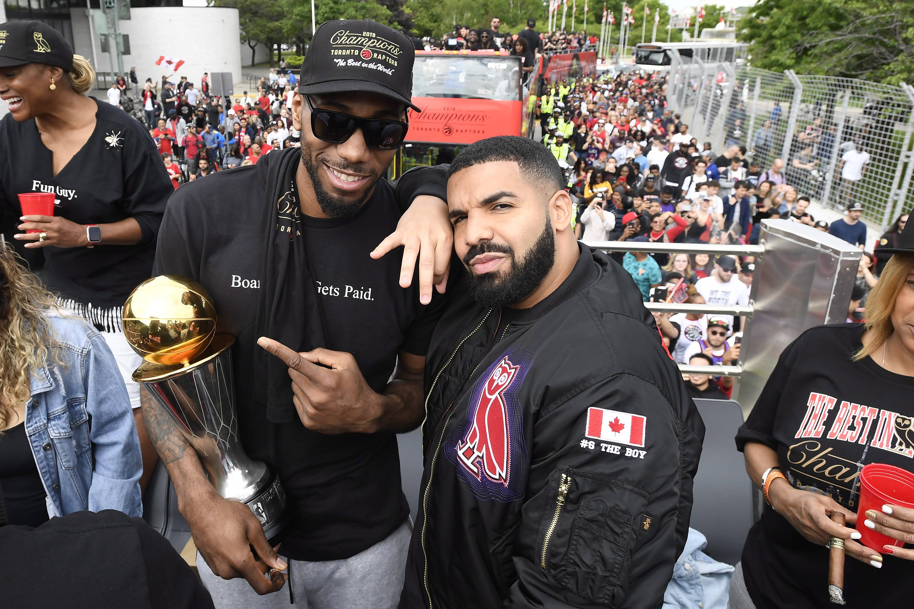 Kawhi Leonard awestruck at Raptors parade: 'I don't believe anyone went into work today'