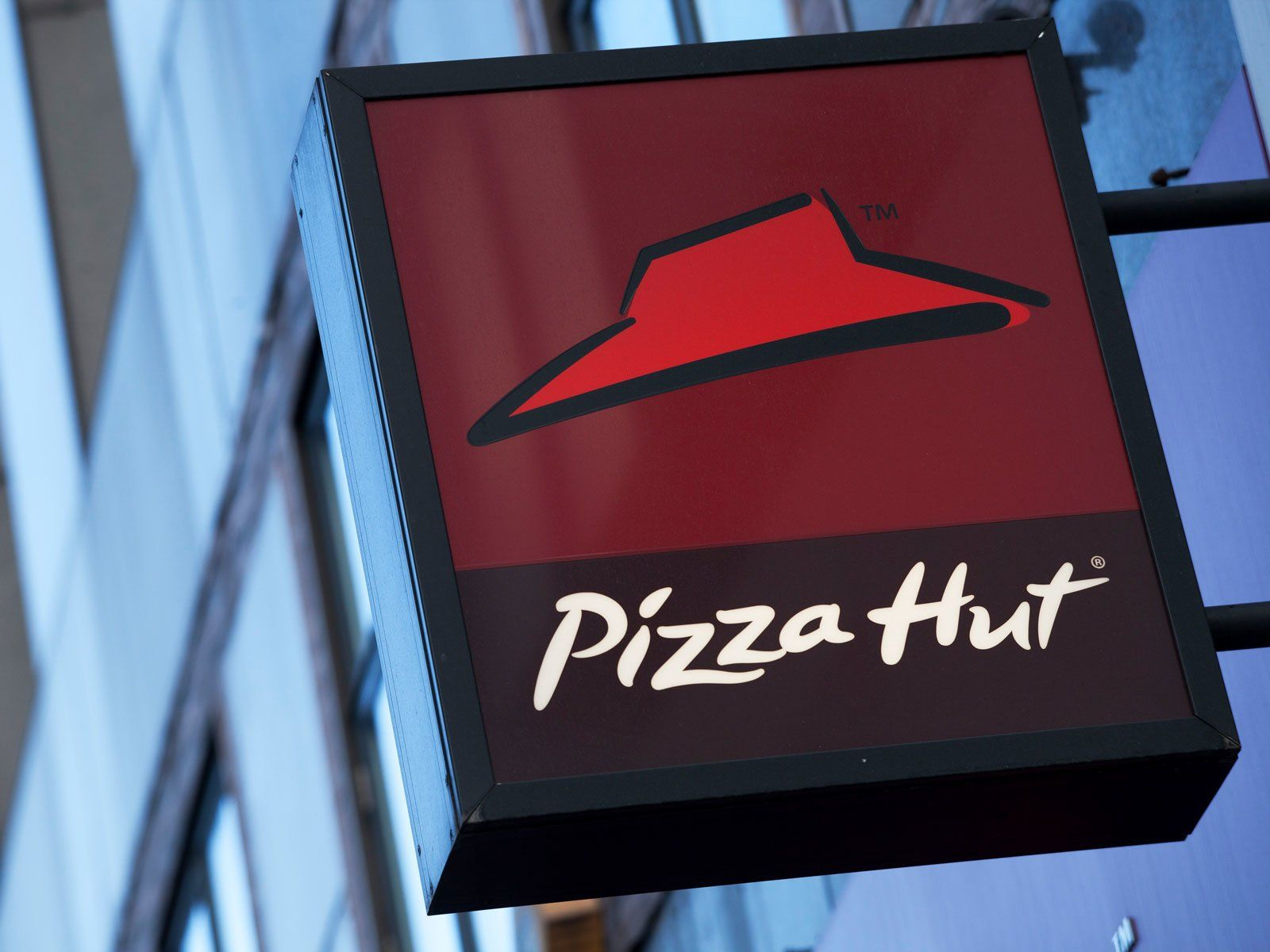 Pizza Hut Set to Close 500 Dine-In Restaurants