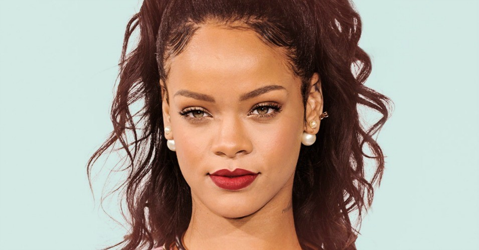Rihanna Turned Down Super Bowl for Kaepernick, Didn't Want to Be a Sellout