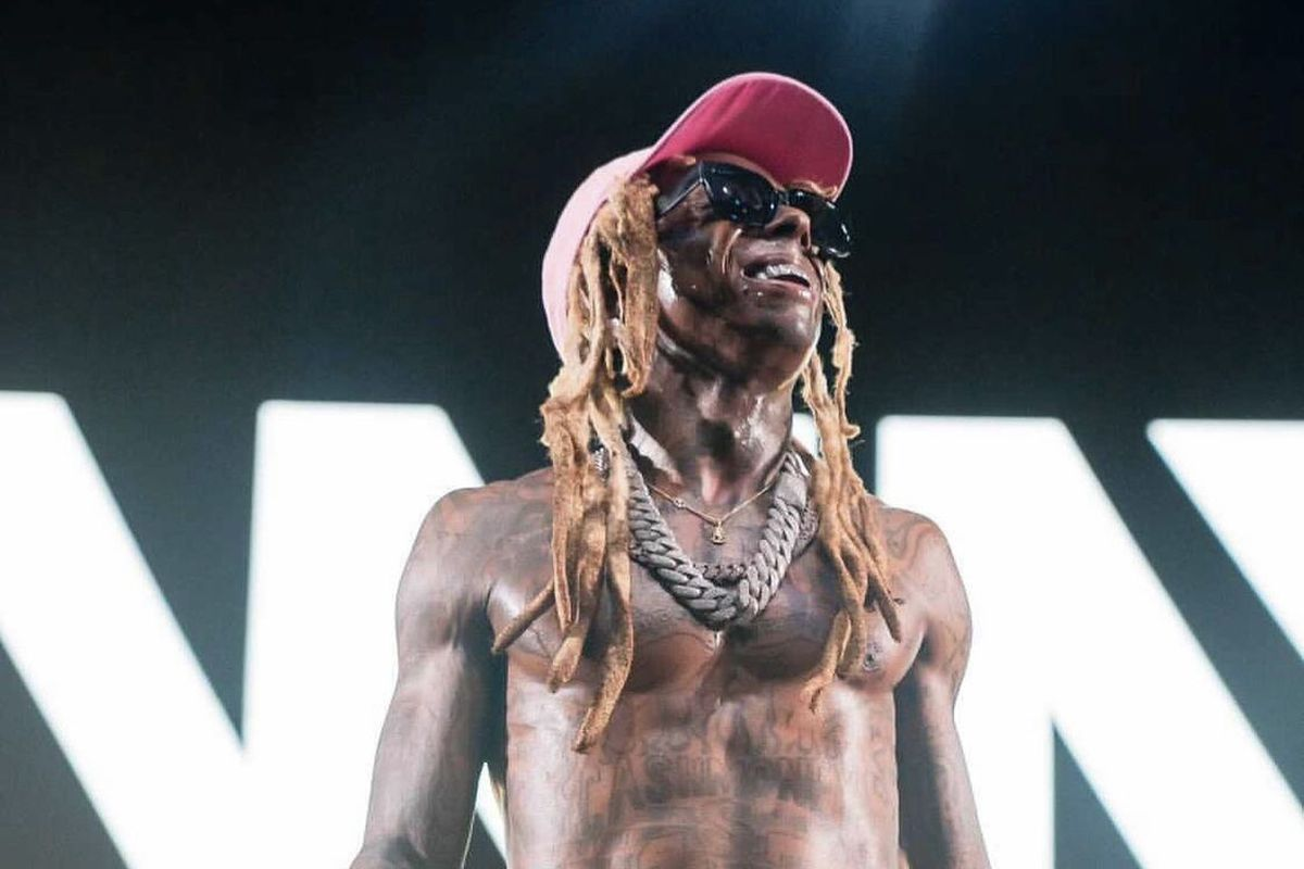 "Lil Wayne Pays Tribute to ""Late Great DMX"" During Concert"